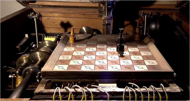 El español Leonardo Torres Quevedo creó en 1912 el primer juego de ordenador: El Ajedrecista