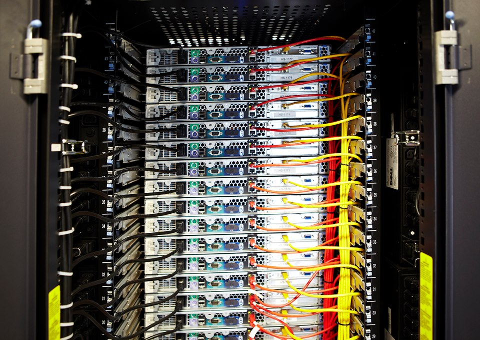 En los CPD nos podemos encontrar gran cantidad de servidores funcionando para ofrecer al mundo las aplicaciones que albergan en su interior