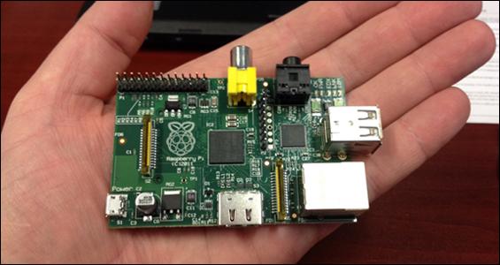 Raspberry Pi, un ordenador que cabe en la palma de tu mano, como la plataforma de electrónica abierta Arduino
