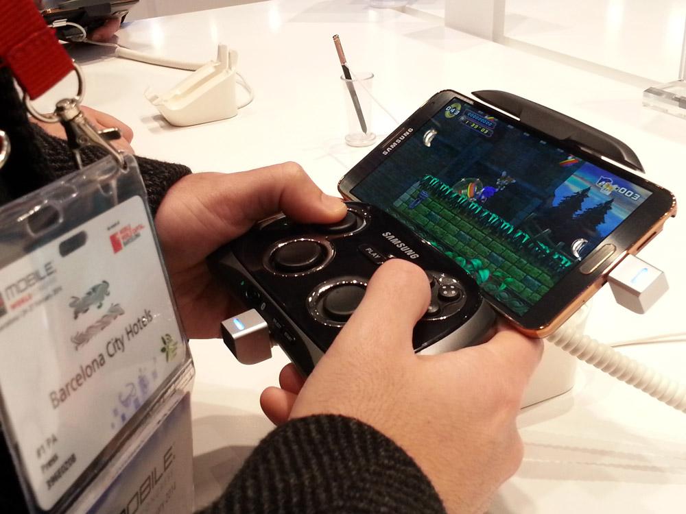 smartphone-gamepad-samsung-blog-hostalia-hosting