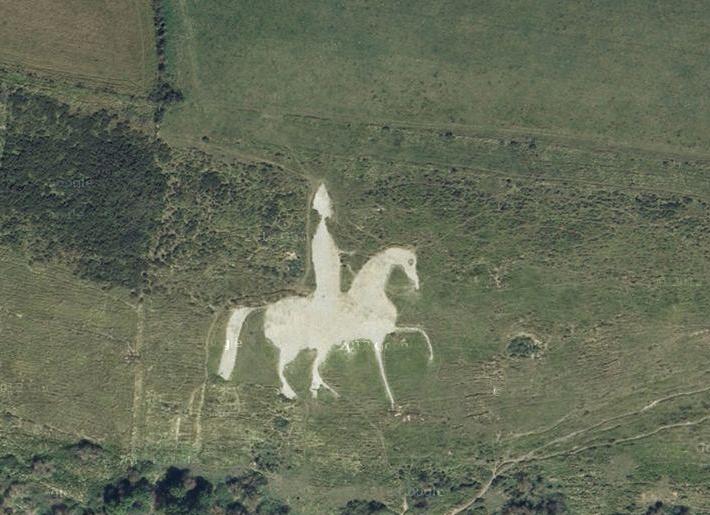 caballo blanco gigante - blog hostalia hosting