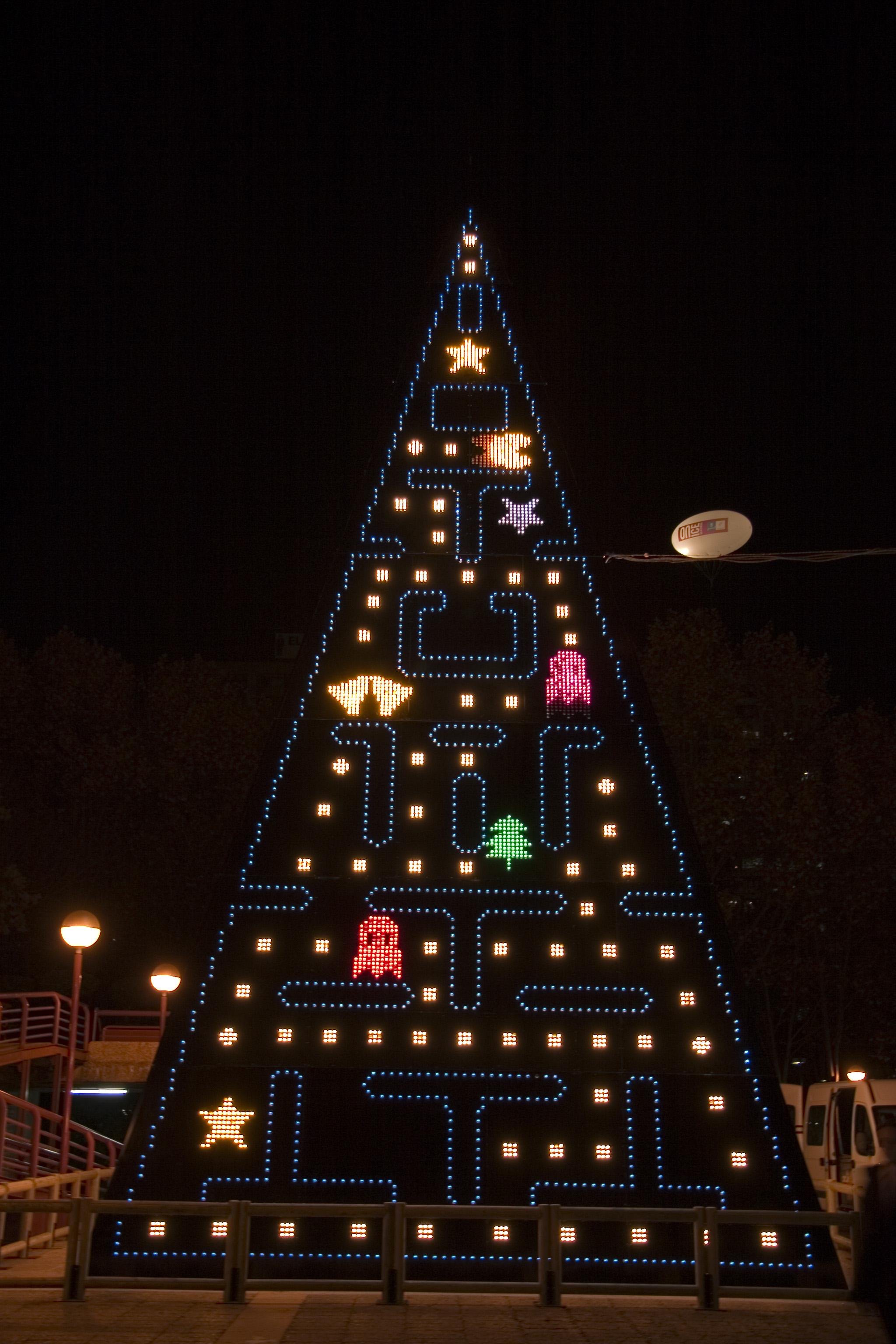 pacman-comenavidad-arbol-navidad-blog-hostalia