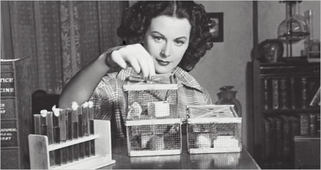 La actriz Hedy Lamarr y el pianista George Antheil inventaron las radiocomunicaciones seguras, la base del Wi-Fi